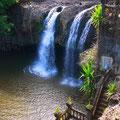 キレイな滝は創設者のお気に入りだったそうな。