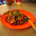 牡蠣の炒め物。牡蠣もふんだんに入っていてもっちもちの卵でとじてピリカラな味付け。コレはハマった。@Penang