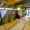 江戸時代の家屋を見学。