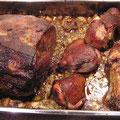 nach 3 Std. ist der Braten soweit....die Knöchli mit Fond und Schmorgemüse für die Soße auskochen