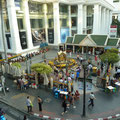 In Mitten der groessten Shopping Tempel...