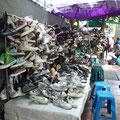 Secondfoot Sneakers auf dem Chatuchak