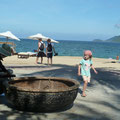 Korbboote am Citybeach von Na Thrang
