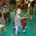 Kinderpferdereiten in der Shoppingmall