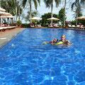Am Nachmittag spannen wir am Pool des Hotels Viktoria aus (Tagesnutzung)