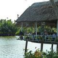 Vietnamspezialitäten mit Aussicht auf den Fluss