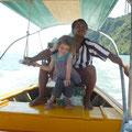 Siena durfte auch mal ran bei unserem Longtail Boat