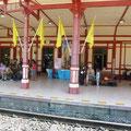 Warten auf dem Bahnhof von Hua Hin