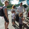 Marc und Familie nehmen uns freundlich in Empfang (Phuket)