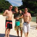 3 Jungs mit ihrem Kübel voller Bier