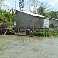 Die Toiletten der Flussanwohner führen ohne grossen Umweg in den Fluss