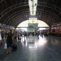 Der beschauliche Hauptbahnhof von Bangkok. Kein Wunder bei der Handvoll Zuege die hier in einer Stunde an- und abfahren