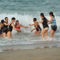 Vietnamesen baden in Ihrer Bekleidung