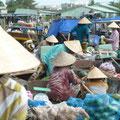 Reges Treiben auf dem Floating Market