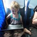 Das Entertainment auf der Busreise von Donsak (Anlegestelle der Fähre) nach Surat Thani