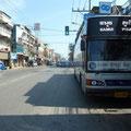 Hier wartet der Linienbus von Suratani nach Phang Nga auf uns