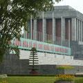 Die letzte Ruhestaette der sterblichen Ueberreste vom hoch verehrten und liebevoll genannten Onkel Ho (Chi Minh)