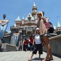 Vor dem Disneyschloss