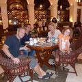 Zum Abschied gibts Kaffee und Kuchen im ehrenwerten Manila Hotel
