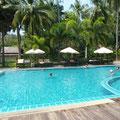 Der schöne Pool von unserem Hotel in Koh Lant (Anda Lanta Resort)