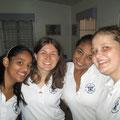 Unser Team in der Werkstatt: (von links) Lucy,Theresa,Mayra und Marie
