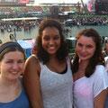 abends im Stadion mit Amanda und Anna