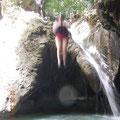 vom 4 Meter Felsen zu springen erforderte viel Mut...