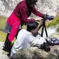 Pilar i Andreu al riu Brugent. Introducció als filtres ND.  (Foto Jessica)