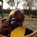 Carles, costó un poco pero listo para fotografiar en modo manual. Curso báscio de fotografía. Foto : Andreu Gual