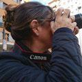 Anna en las practicas diurnas del curso basico de fotografia digital. Foto: Andreu Gual