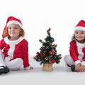 Sesiones de Navidad- Tarragona.  Fotografía Andreu Gual.  Erika e Ylenia.