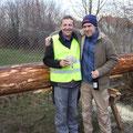 Vorstand und Spender sind zufrieden, daß der Baum sicher angekommen ist.