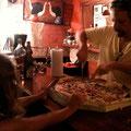 CarlinhosがPizzaを注文してくださって、みんなでPizza Partyをしました♪