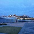 この日、本当に大きな客船が寄港していました。マンションかと思った@0@!