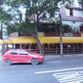 最後にイパネマの娘で有名なレストランへ。。。写真は向かいのBar 「ヴィニシウス」ここでのマリアクレウザのライヴ、2007年の初リオのとき、淳さんに連れて来てもらったな...