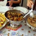 Neusa夫人お手製のハバーダ(牛の尻尾を煮込み料理)と白いFeijoada(お豆の煮込み料理)!