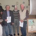 Unsere neuen Ehrenmitglieder, von links, Franz Schuster, Präsident Gerd Voß, Heinz Antrag, Foto: Bartels