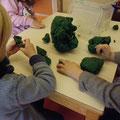 Kneten in der Kreativwerkstatt