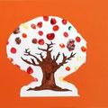 arbre d'automne en travaillant la peinture au doigt