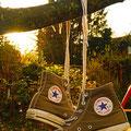 Zwei Schuhe im Abendlicht von Friederike T.