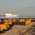 Der Duhner Strand mit Blick auf die Nordsee und Schiffe