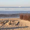 Sandburg am Strand in Cuxhaven an der Nordsee