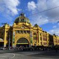 Flinders Station in Melbourne (Zug und Tram Bahnhof)