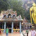 Batu Caves in Kuala Lumpur (mit mehreren hinduistischen Tempeln)