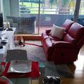 ...ist gleichzeitig unser Wohn- und Esszimmer mit tollem Sofa!