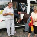 """Die Busfahrer bei einer """"Bier-Pause"""""""