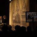 Finn bei Literatur im Römer, im Gespräch mit Gerwig Epkes (SWR) - (c) Fotos R. Schneider, Voland & Quist, Buchmarkt.de