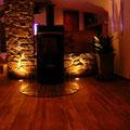 Kaminverkleidung mit TotalStone-Paneel M-076 Ginestar special, neuer PVC-Bodenbelag, Bodeneinbauleuchten