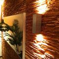 TotalDesign-Wandverkleidung Schiefer Sonderton Kupfer, Wandbeleuchtung UP/DOWN, Einbauspiegel