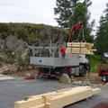 02.08.2016 - Das abgebundene Holz wird angeliefert. Ab sofort kann aufgerichtet werden, fragt sich nur wer dies tun soll?